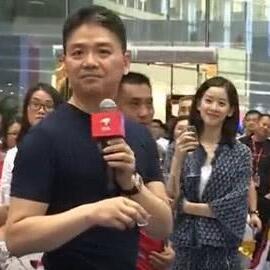 刘强东参加京东老员工家宴